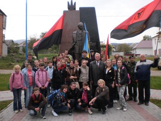 Українські соколята моляться за Україну